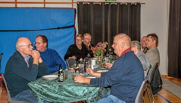 Vindblæs Borgerforening havde samlet 49 voksne og 9 børn til spis sammen i Multicentret. Foto: Mogens Lynge