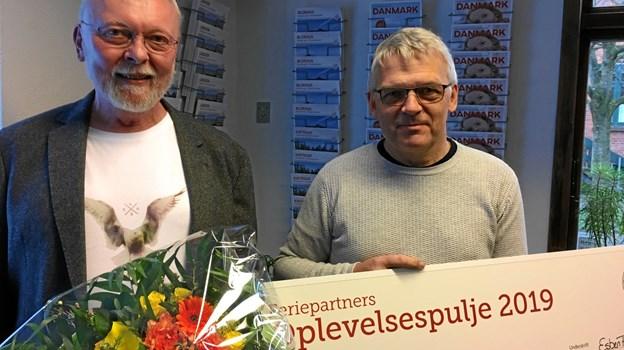Støtteforeningen Hannæs modtog 10.000 kroner. Pengene skal gå til professionelt kikkertudstyr, så turister og lokale kan betragte det fantastiske fugleliv i Vejlerne. Privatfoto