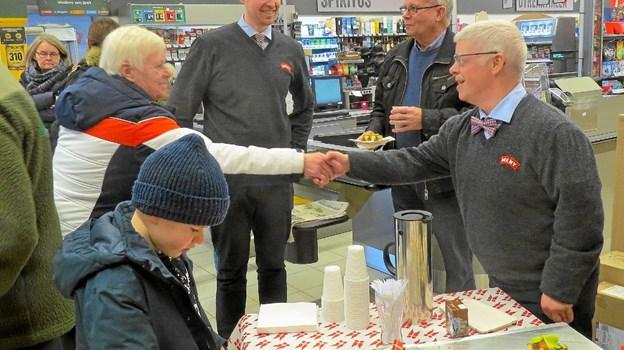 Gæsterne blev budt på kaffe og kagemand. Foto: Kirsten Olsen Kirsten Olsen