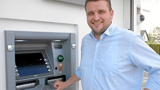Afdelingsdirektør Mads Nielsen er glad for, at det nu er muligt også at kunne hæve Euro i pengeautomaten på Nørretorv. ?Foto: Niels Helver