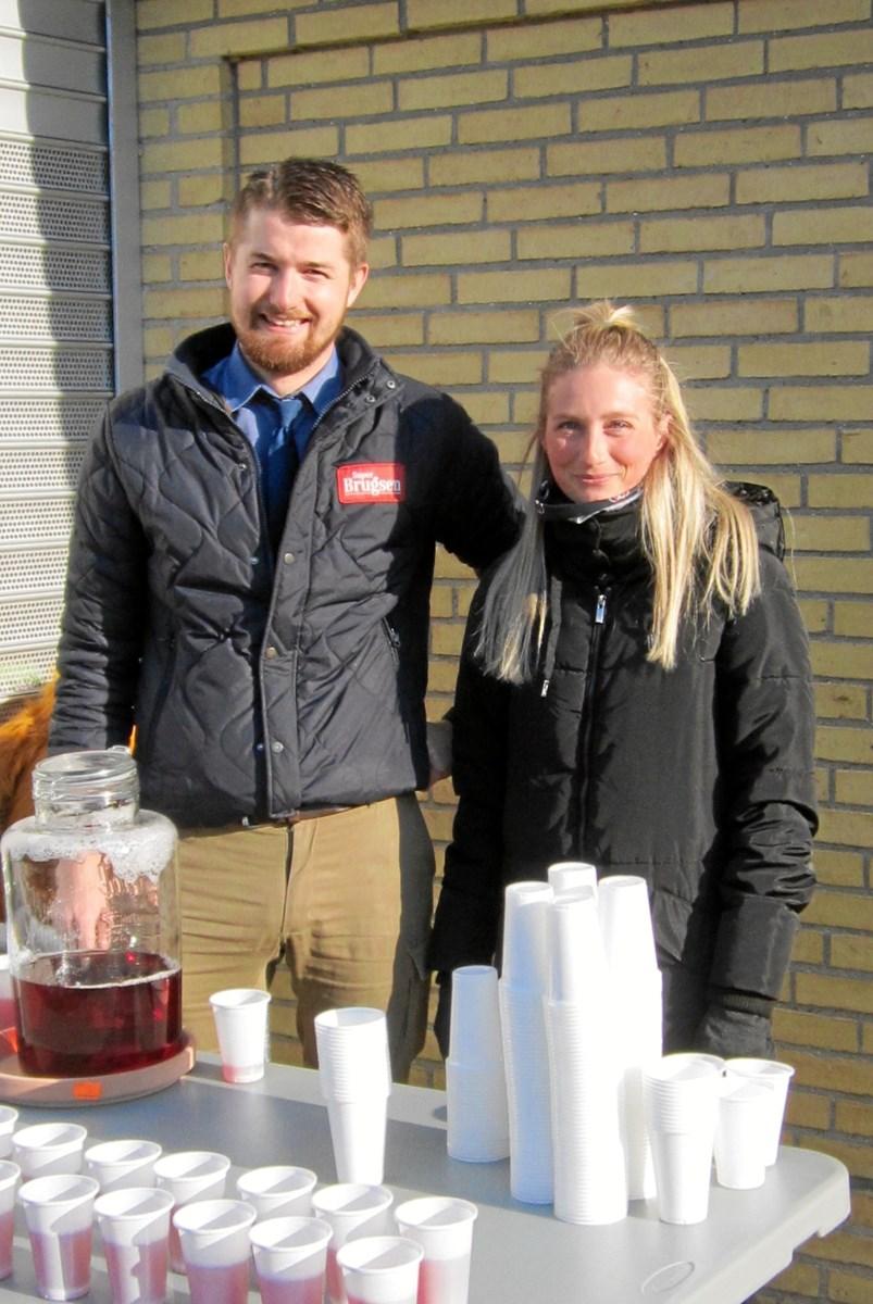 Medarrangør Pernille Lynderup sammen med brugsuddeler Emil Bak.