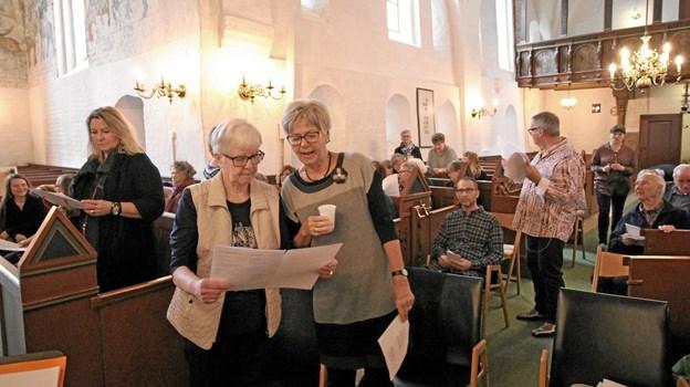 De over 60 sangere mødtes for første gang seks timer inden koncerten, så det blev et koncentreret prøveforløb. Foto: Jørgen Ingvardsen