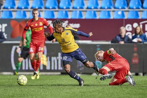 Hobros Quincy Antipas scorede to gange for hjemmeholdet i første halvleg. Foto: Henrik Bo