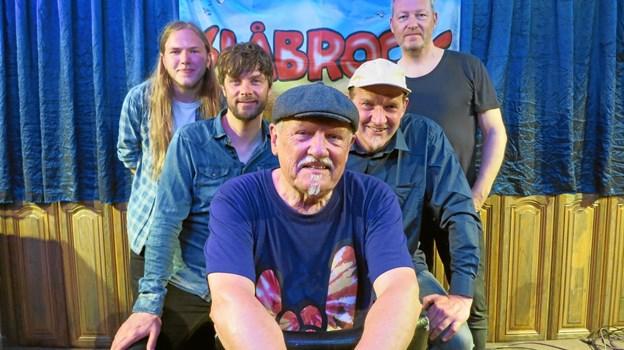 Slåbrock Band nno 2019: Forrest Kjeld Torbjørn. Bag ham til venstre Mads Andersen og Torkild Mørch Albrechtsen. Til højre Ole Albrechtsen og Michael Andersen.