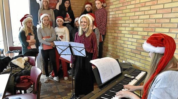 Tingstrup Skoles pigekor underholdt flere gange i løbet af søndagen. Foto: Ole Iversen Ole Iversen