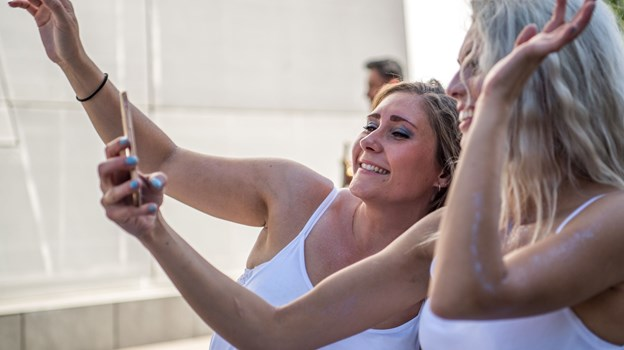 En ekstra mast skal sikre, at mobilnettet kan holde på karnevalsdagen, så alle kan dele selfies og ringe til hinanden undervejs. Arkivfoto: Andreas Falck
