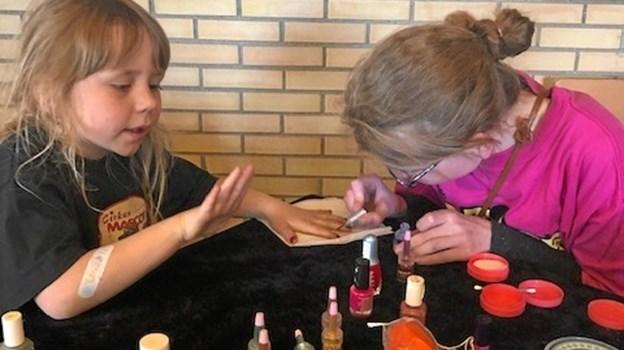 Især sminkeboden tiltrak mange børn i år. Privatfoto