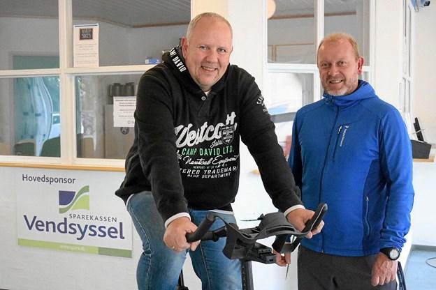 Initiativtagerne til årets Knæk Cancer kampagne Rene Nielsen og Lars K. Nielsen kan bl.a. glæde sig over at alle cyklerne til bike arrangementet lørdag den 27. oktober er udsolgt. Foto: Tommy Thomsen