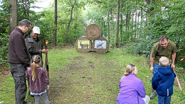 Man kan også lære at skyde med bue og pil.