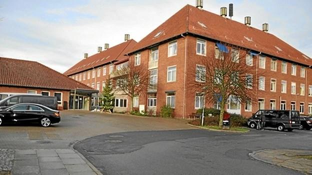 Region Nordjylland er ejer af alle sygehusbygningerne, og flertallet i regionsrådet er indstillet på at sælge dem. Foto: Ole Torp