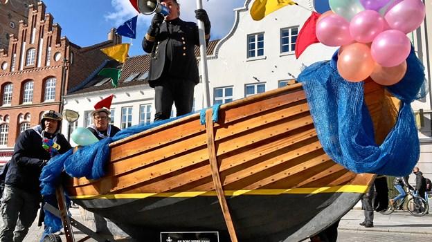 Traditionen tro er en stor båd en markant del af optoget gennem byens gader. Arkivfoto: Claus Søndberg