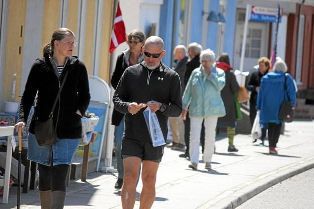 Mange gik og så på de aktiviteter der var lavet rundt om i Saltum. Foto: Flemming Dahl Jensen Flemming Dahl Jensen