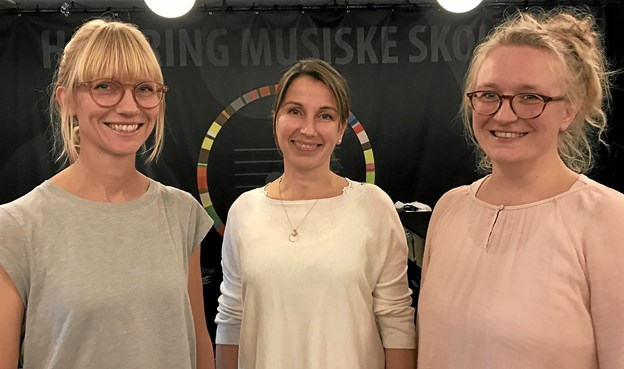 Trine Windbirk (i midten) har efter 10 år sagt farvel til Nordjysk Pigekor. Katrine Back Skovmand (th.) overtager rollen som sangcoach og dirigent for juniorkoret i samarbejde med Christina Kjærulff (tv.), som er dirigent for koncertkoret. Privatfoto