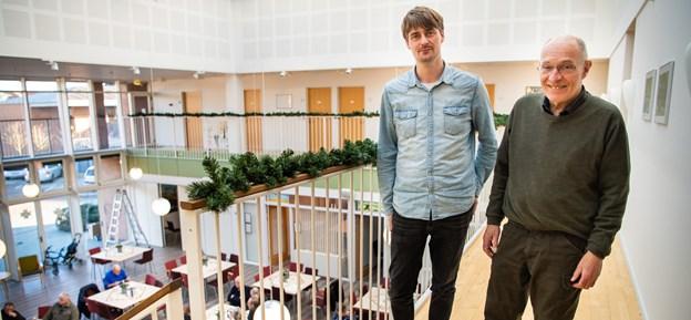 Morsø Kommune fester for og med frivillige fredag den 22. marts. Her ses Poul Erik Olsen sammen med leder af Frivilligcentret. Arkivfoto: Diana Holm.