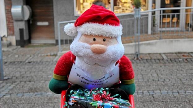 Ham her passede godt på pakken med gaver. Foto: Hans B. Henriksen Hans B. Henriksen