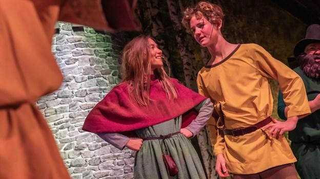 Ronja og Birk spilles af Lærke Lill Vestergaard Holger Krogh-Andersen. Foto: Martin Damgård