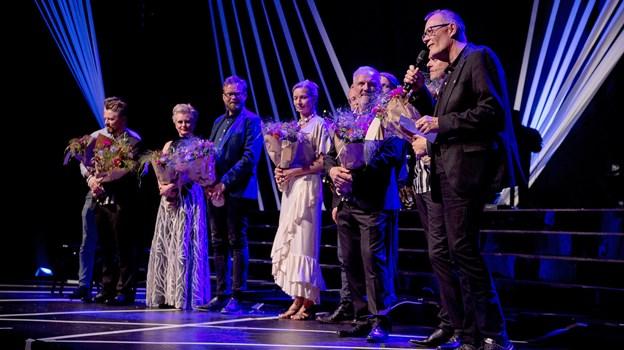 En glad revydirektør takkede teamet bag revyen. Foto: Lars Pauli © Lars Pauli