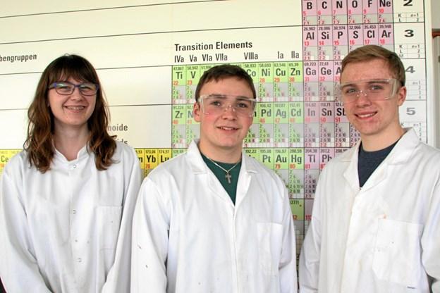 Simon Mejdahl (i midten) til DM i Science for et par år siden. Dengang glippede det med at nå helt til tops, men nu øjner Simon Mejdahl så småt en ny chance for at markere sig på den naturvidenskabelige scene. Privatfoto