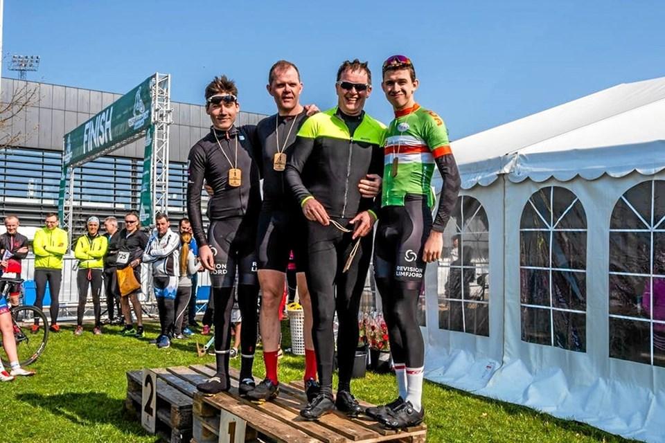 Team Hanstholm vandt hold konkurrencen på den lange cykelrute. Fra venstre: Jakob Kortbæk, Karsten Mikkelsen, Carsten Beith og Casper Næsager.Jeanette Eggers, Ole Iversen