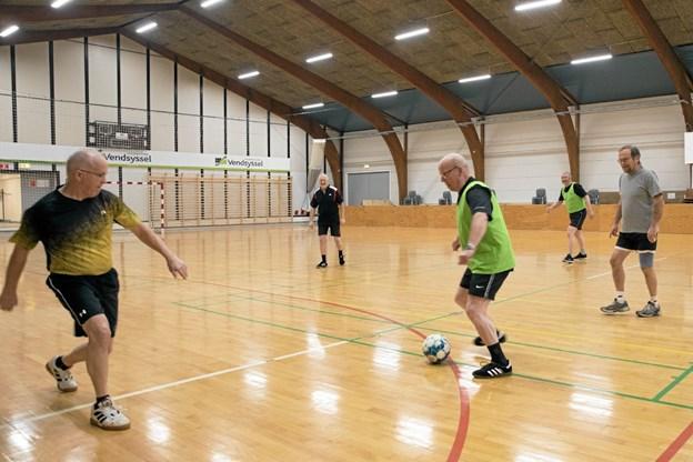 Alle er velkomne til indefodbold med U99'erne. Foto: Allan Mortensen Allan Mortensen