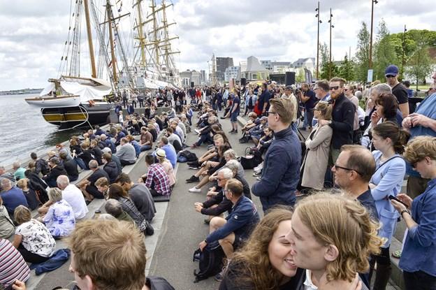 Aalborg Regatta - og ikke mindst de mange forskellige arrangementer - plejer at trække tusinder til havnefronten. Arkivfoto: Michael Koch
