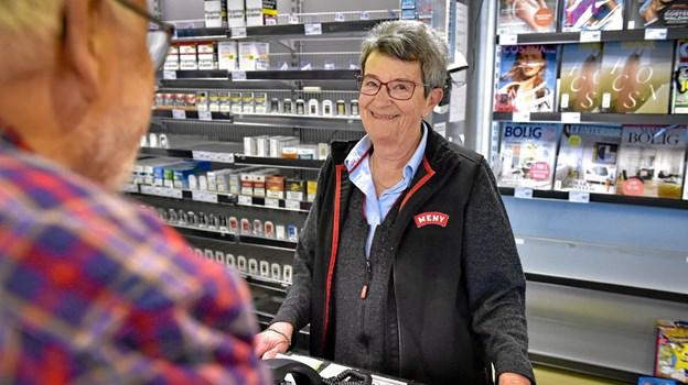 Det var en bevæget dag for Minna i MENY kiosk. Ikke kun slut i butik - men også slut i arbejdslivet. Foto: Ole Iversen