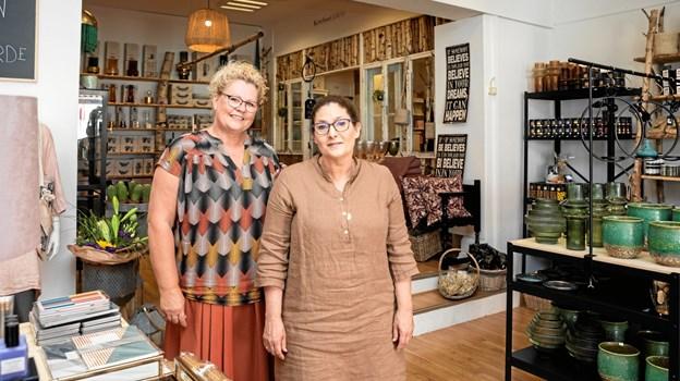 Tina sammen med sin Jane Skoven som også er ekspedient i forretningen.