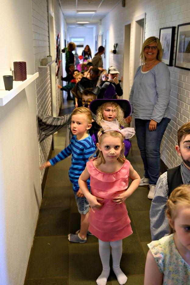 Børnene lige inden de gik ind for at optræde. Foto: Kurt Bering Kurt Bering