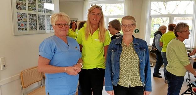 Der blev delt erfaringer. Fra venstre sygeplejerske Margrethe Vejby, sygeplejerske Bolette Edwards og Helle Yding Kooij, leder af Sundhed og Træning. Foto: Ole Svendsen