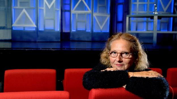 Det er fint at tænke globalt husk at opleve lokalt. Her kan vi sammen mødes nogle timer, f.eks. gå i teatret og dele en oplevelse med andre levende mennesker. Det i sig selv har en kæmpe værdi, siger formanden for Frederikshavn Teaterforening, Lilly Pedersen.
