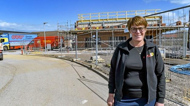 Der bygges på livet løs. Anita Leegaards og OK's vaskehal står klar i uge 25 med mega-tilbud på vask. Foto: Ole Iversen