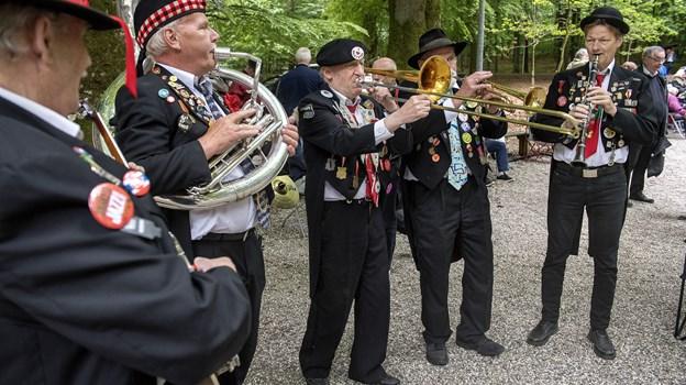Showorkesteret Sigfreds Fodvarmere tager med god tradition sig af den musikalske underholdning. Arkivfoto: Lars Pauli