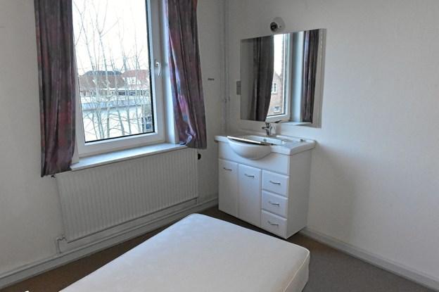 Flere sæt senge og rum-inventar skal også væk. Foto: Ole Iversen Ole Iversen