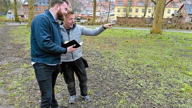 Christian Søndergaard Nielsen, Alive (tv.) og Jesper Kjær Andersen, medindehaver af Gear Up Green, har etableret et lokalt samarbejde for en en bedre Alive Festival i 2019.Foto: Ole Iversen