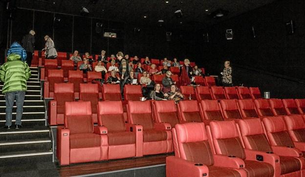Folk er på plads og operaen kan tage sin begyndelse. Foto: Mogens Lynge Mogens Lynge