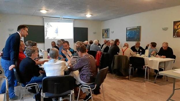 Turistdirektør Jimmi Petersen roser landsbyrepræsentanterne på Aalestrup-egnen for stort engagement og stor kreativitet i forbindelse med den første Meet the Locals-workshop i Testrup. Privatfoto