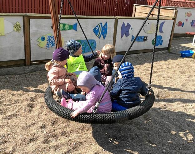 Alle børn og voksne hyggede sig på havnen i Øster Hurup. Foto: Christiane Domino