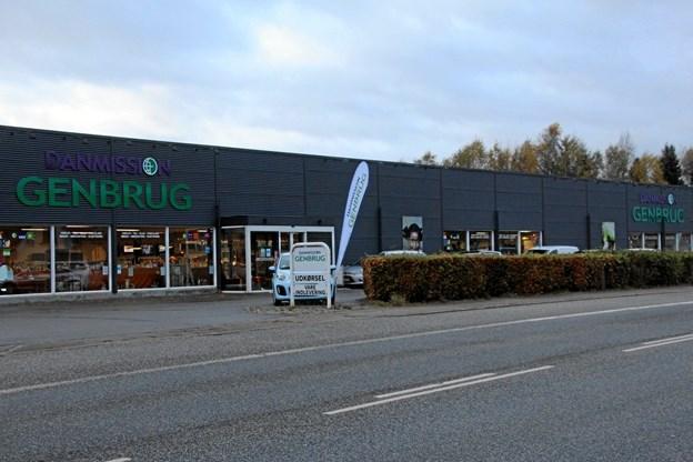 Danmission Genbrug i Svenstrup er et af landets største genbrugsbutikker. Men der er brug for flere frivillige. PR-foto