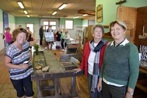 Fernisering i det gamle snedkerværksted