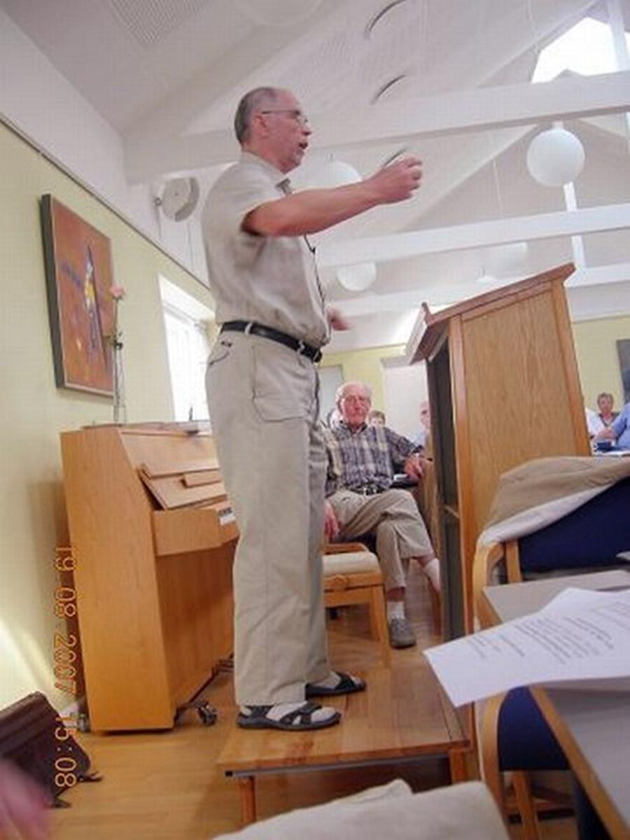 Ole Jensen, prof. dr. theol. holdt sæsonens første foredrag i Sindal Sognehøjskole - samtidig med, at der var arrangeret fælles sognedag i den gamle Sindal kommune.