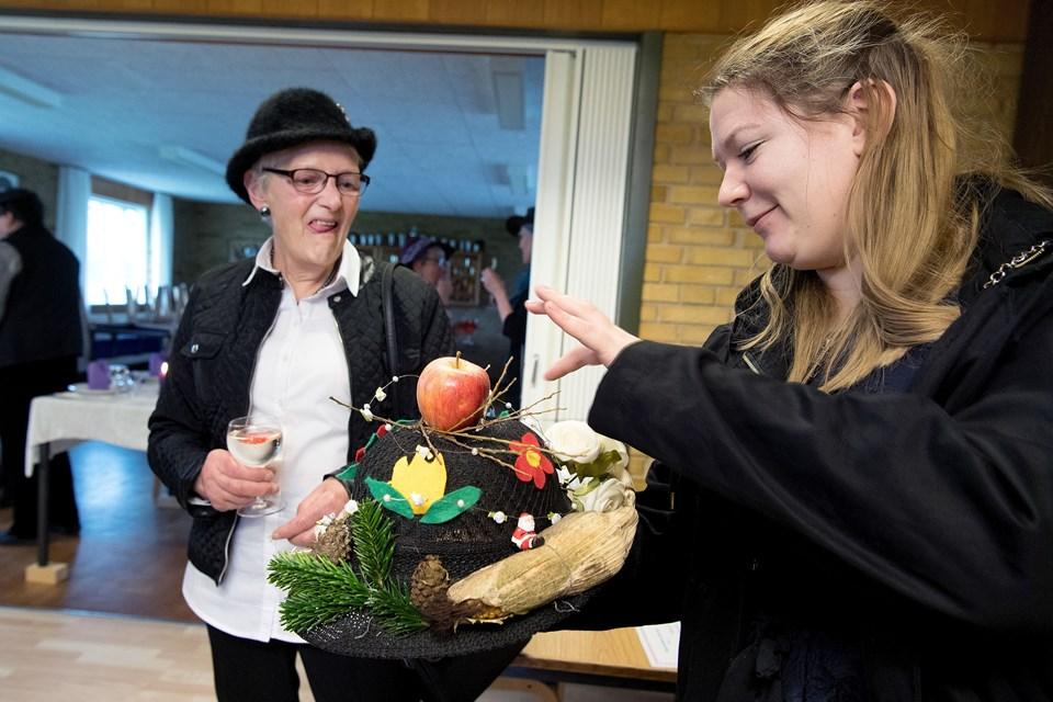 Anni Ravnsbæk havde selv creeret hatten med alt godt, hun kunne finde i Hallund.