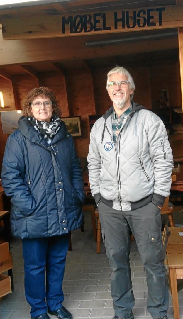 Birgitte Bundgaard og husbonden PH fra Nykøbing Mors Frikirke glædede sig i julen over at kunne hjælpe trængte morsingboer med en julekasse med dansk julemad.