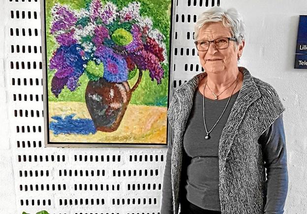 Birgit Pedersen med et af sine billeder. Foto: Karl Erik Hansen