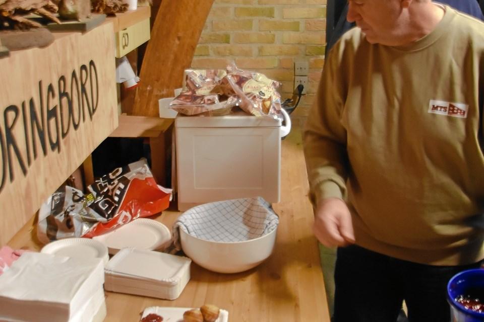Hjemme på Naturskolen stod naturfredningsforeningen klar med gløgg og æbleskiver. Privatfoto