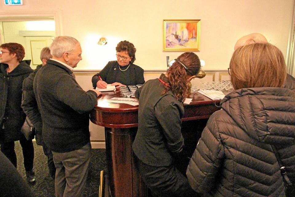 Direktør Karen Jespersgaard havde en travl eftermiddag, hvor ordrebogen blev godt fyldt op for hele året.Foto: Jørgen Ingvardsen Jørgen Ingvardsen