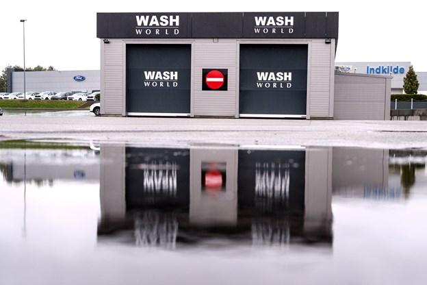 Wash World er et dansk firma, og det åbnede den første vaskehal i 2013. Vaskehallen i Skalborg er i øvrigt nummer 33 i rækken.