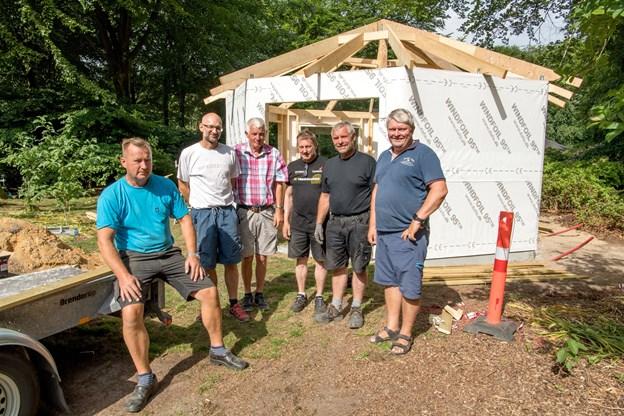 Et arbejdshold er i sving, for at bygge det ny modtagelsescenter. Foto: Henrik Louis