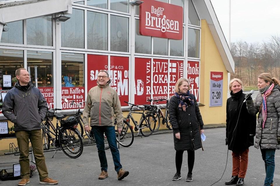 Arbejdsgruppen bestående af Jens Baggesen, Peter Kristensen, arkitekt Sofie Dybro, Anette Størup og Louise Møller præsenterede sig for de fremmødte. Foto: Niels Helver Niels Helver