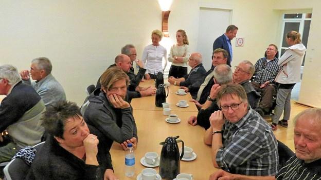 I pausen blev der snakket ved bordene. Foto: Kirsten Olsen
