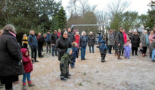 Der var mange samlet til at hejse det grønne flag. Foto: Flemming Dahl Jensen Flemming Dahl Jensen